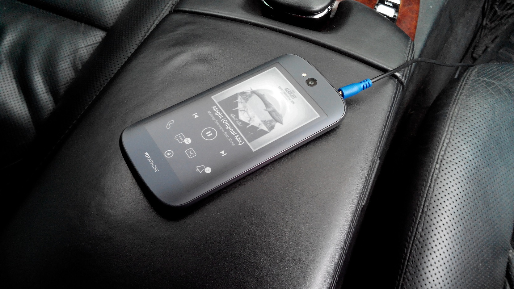 w221 aux phone